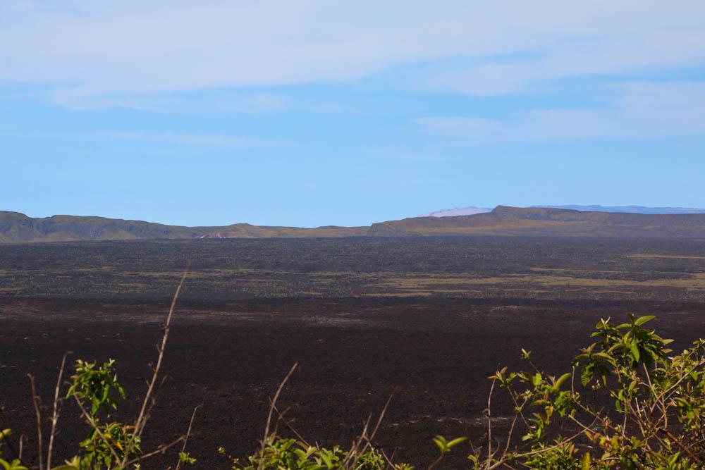 Der riesige Krater ist meist nur am Nachmittag wolkenfrei. Wir haben Glück und können die Weite bereits am Vormittag geniessen.